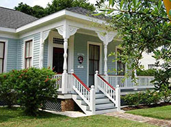 Detonti square historic district homes for sale for Historic homes for sale in alabama