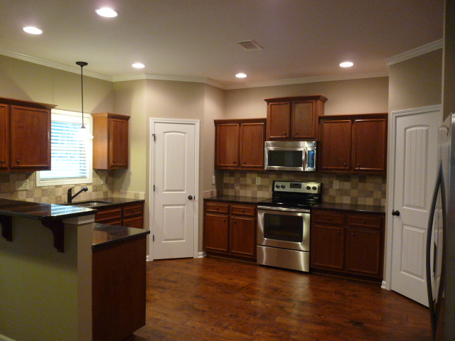 2403 Samuel Ln - Kitchen