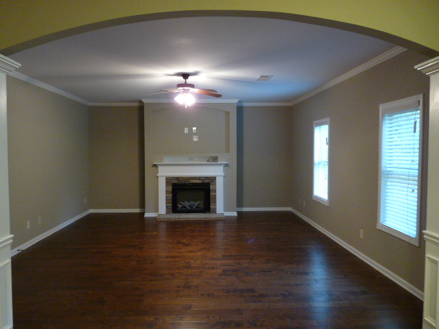 2403 Samuel Ln - Great Room